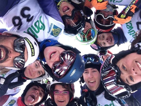 Grupo de Jóvenes esquiadores