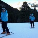 Josep y entrenador esquiando