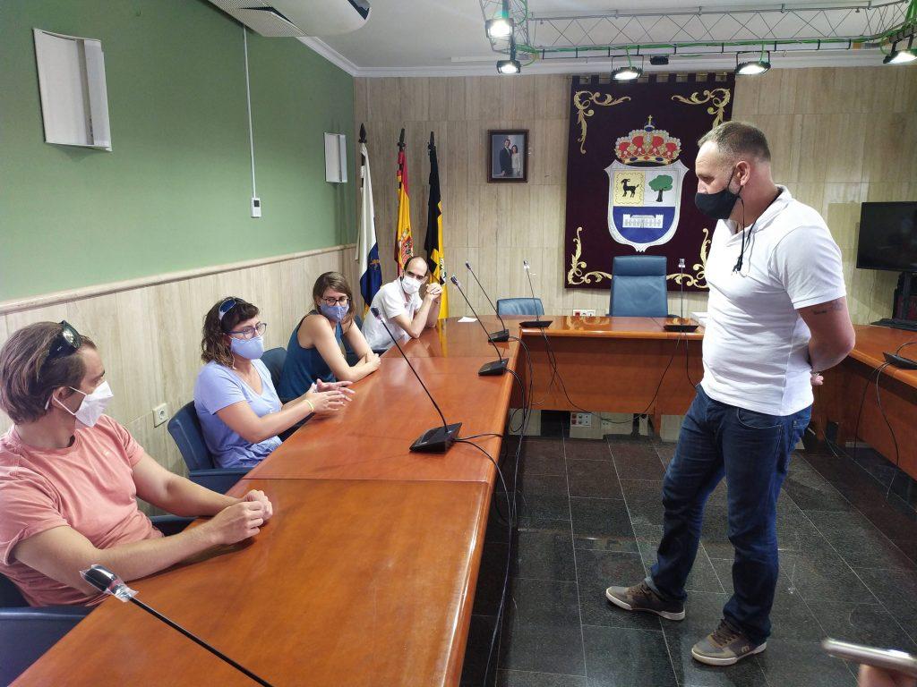 Recepción en el Ayuntamiento de La Oliva de los cuatro atletas paralímpicos.