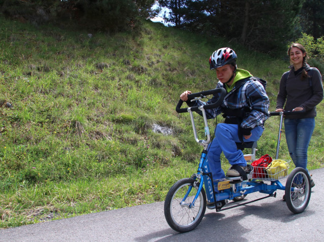 Triciclo adaptado para discapacidades severas